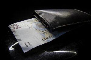 500 złotowy banknot w portfelu - z banku